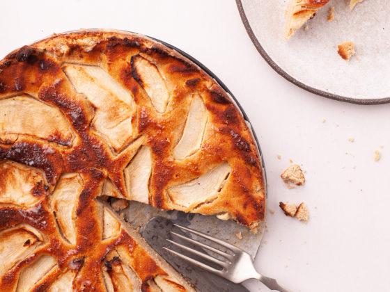 Bezglutenski kolac od jabuke i ljesnjaka