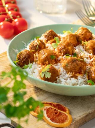 Gladuša - curry s IKEA Huvudroll biljnim okruglicama
