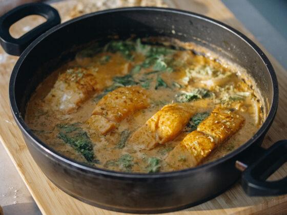 Curry od lososa i bok choy kupusa | Gladusa.com